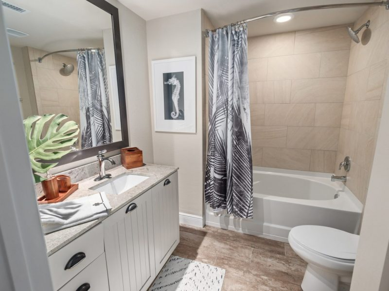 TGM Harbor Beach Apartment Bathroom