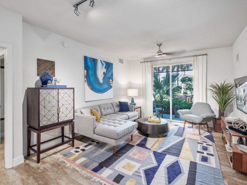TGM Harbor Beach Apartment Living Room
