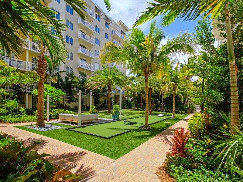 TGM Harbor Beach Apartment Outdoor Living Area